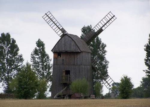 Wiatrak Koźlak . Muzeum Wsi Mazowieckiej w Sierpcu